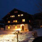 brugger-top3-Haus Nacht