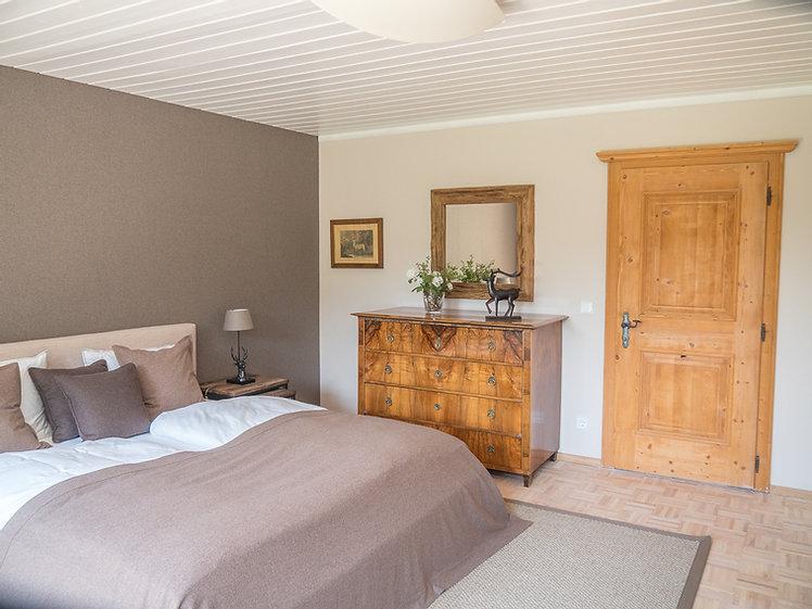 Schlafzimmer 1 1